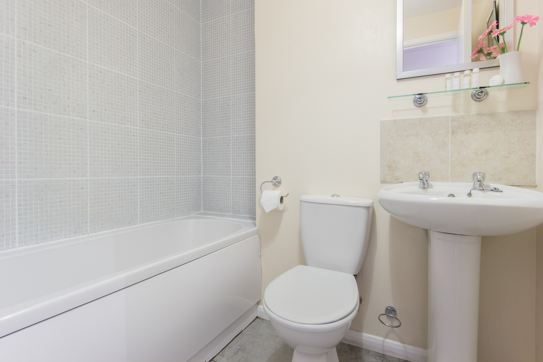Bathroom Loris Court