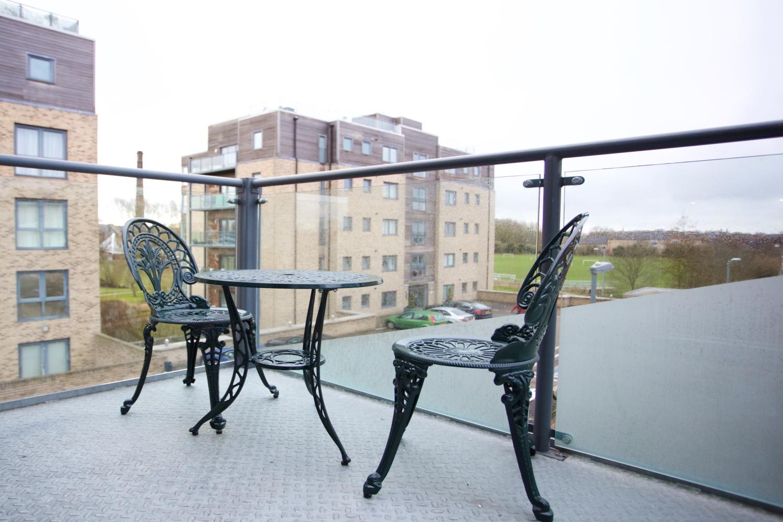 VIe Balcony